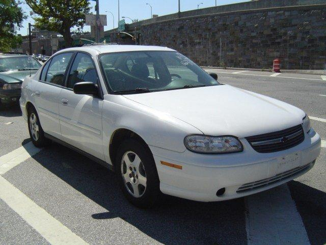 2005 Chevrolet Classic 4dr Car Driver Air Bag Passenger Air Bag AC Front DiscRear Drum Brakes