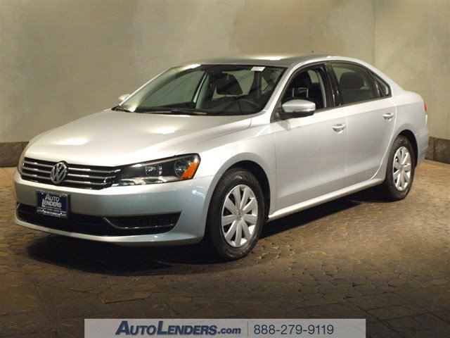 2013 Volkswagen Passat S Front Wheel Drive Power Steering 4-Wheel Disc Brakes Wheel Covers Stee