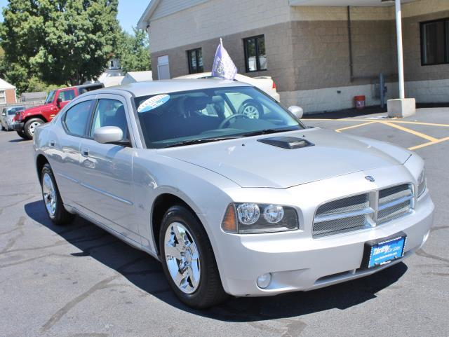 2010 Dodge Charger Charger 17 x 7 aluminum wheels P21565R17 all-season BSW tires Compact spare t