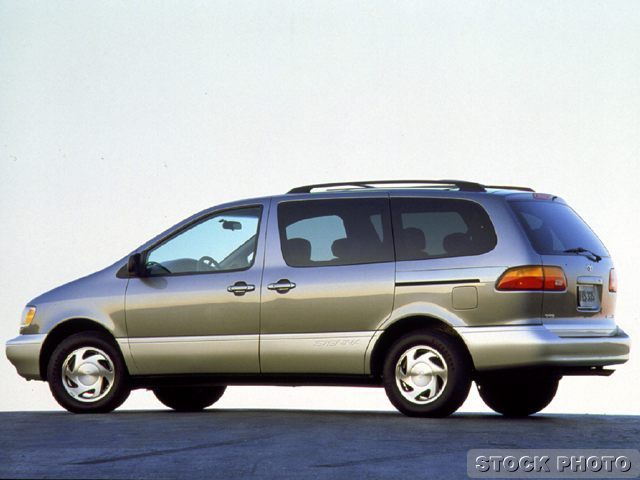 1999 Toyota Sienna XLE at Young Kia